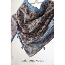 他の写真2: 花柄の三角スカーフ